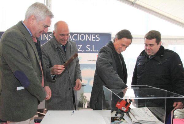 Montajes Delsaz coloca la primera piedra de sus nuevas instalaciones